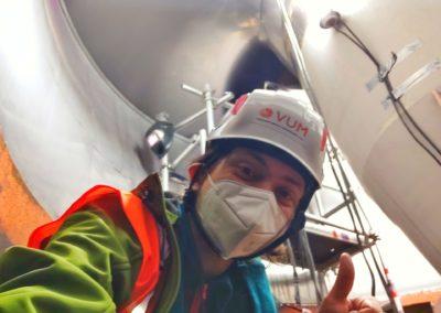 Victor Vladimirov überprüft die laufenden Wartungsarbeiten an den Turbinen im Zuge des ISO 14001 Audits